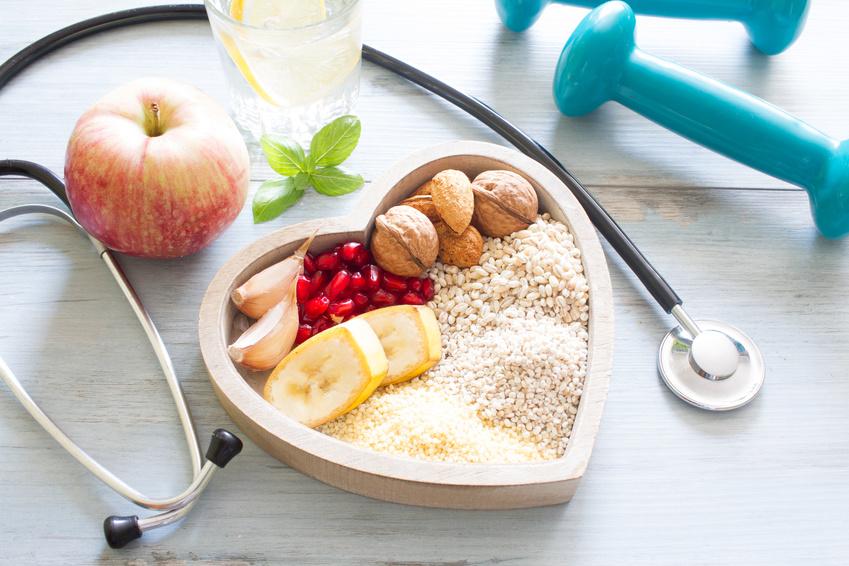 Stethoskop, Hantel Apfel, Müsli, Wasser